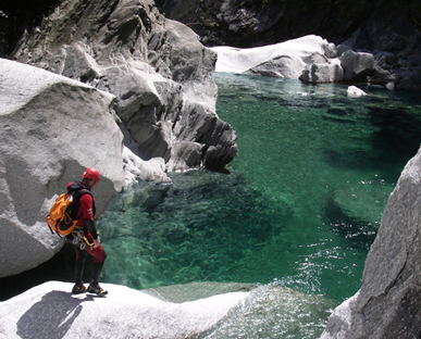 Canyoneer in Val Bodengo looking at clear water